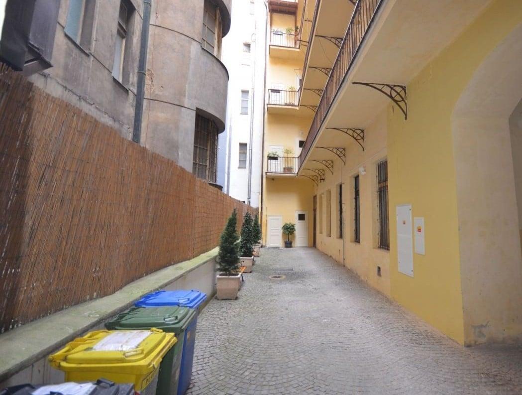 למכירה דירת 2 חדרים ליד בית הכנסת הירושלמי המפואר בפראג 1 (3)