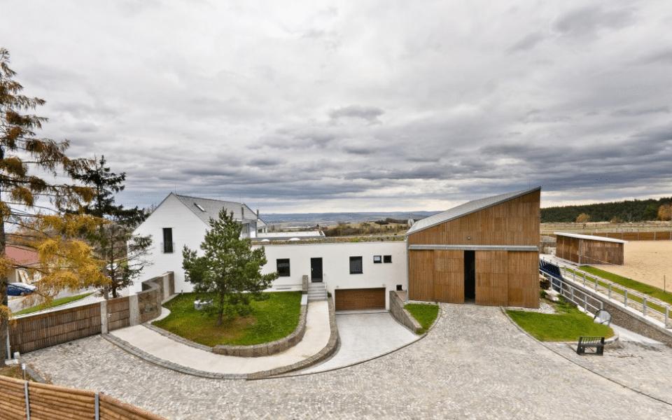 בית פרטי מפואר חדש ענק למכירה ליד ברנו, 320 מר שטח בנוי (3)