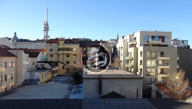 למכירה בפראג 3 שכונת ז'יזקוב דירת 2 חדרים, 30 מר במחיר מצוין! (5)