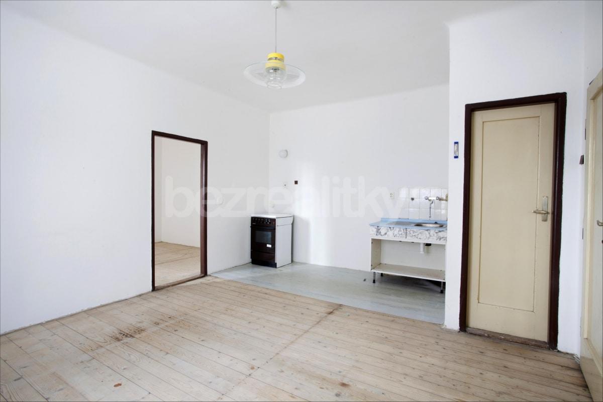 למכירה דירת 2 חדרים לפני שיפוץ בפראג 6 היוקרתית (1)