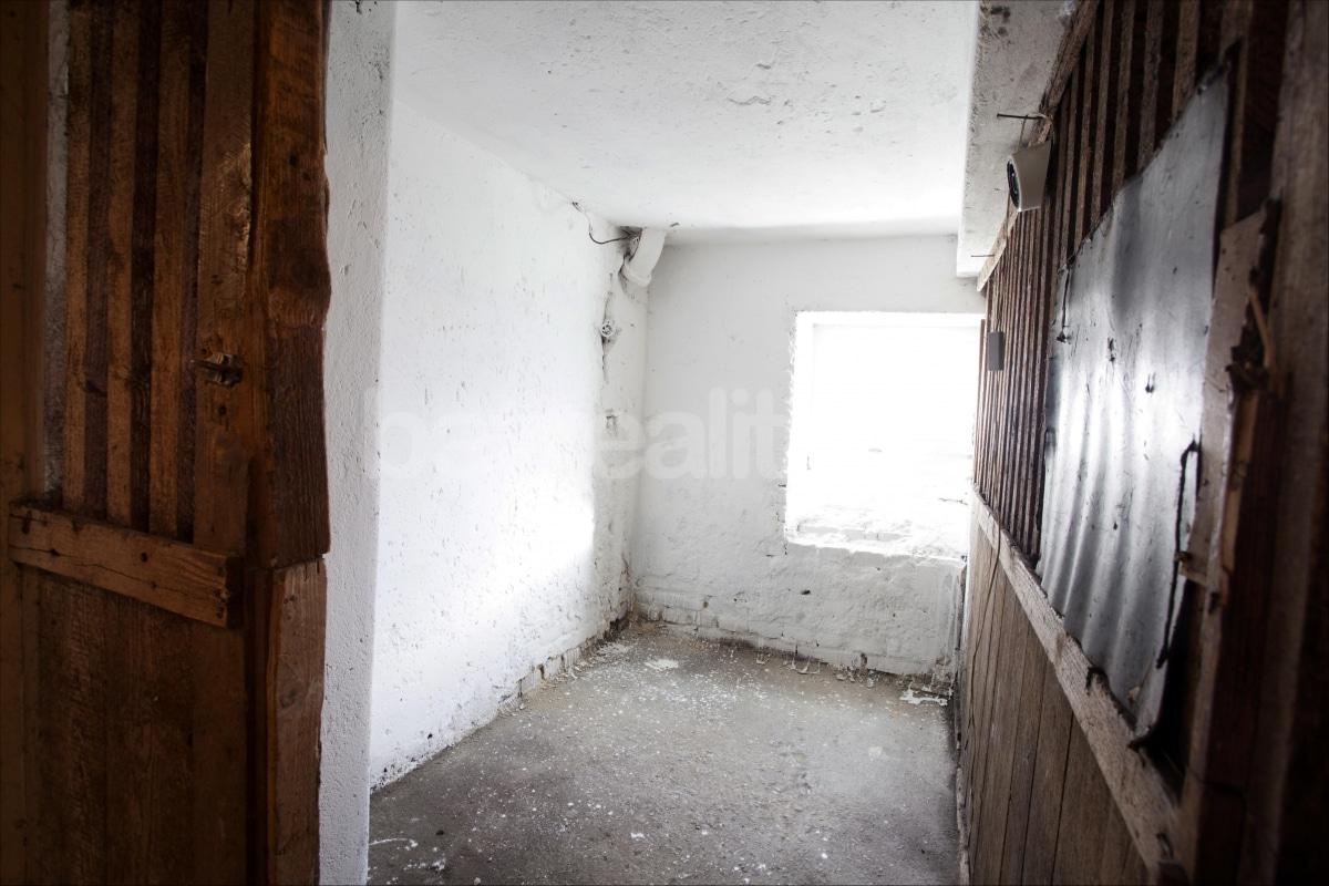 למכירה דירת 2 חדרים לפני שיפוץ בפראג 6 היוקרתית (10)