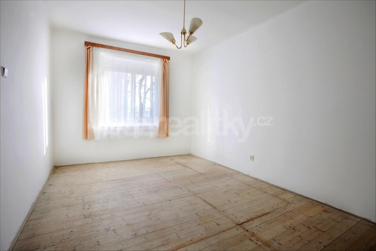 למכירה דירת 2 חדרים לפני שיפוץ בפראג 6 היוקרתית (16)