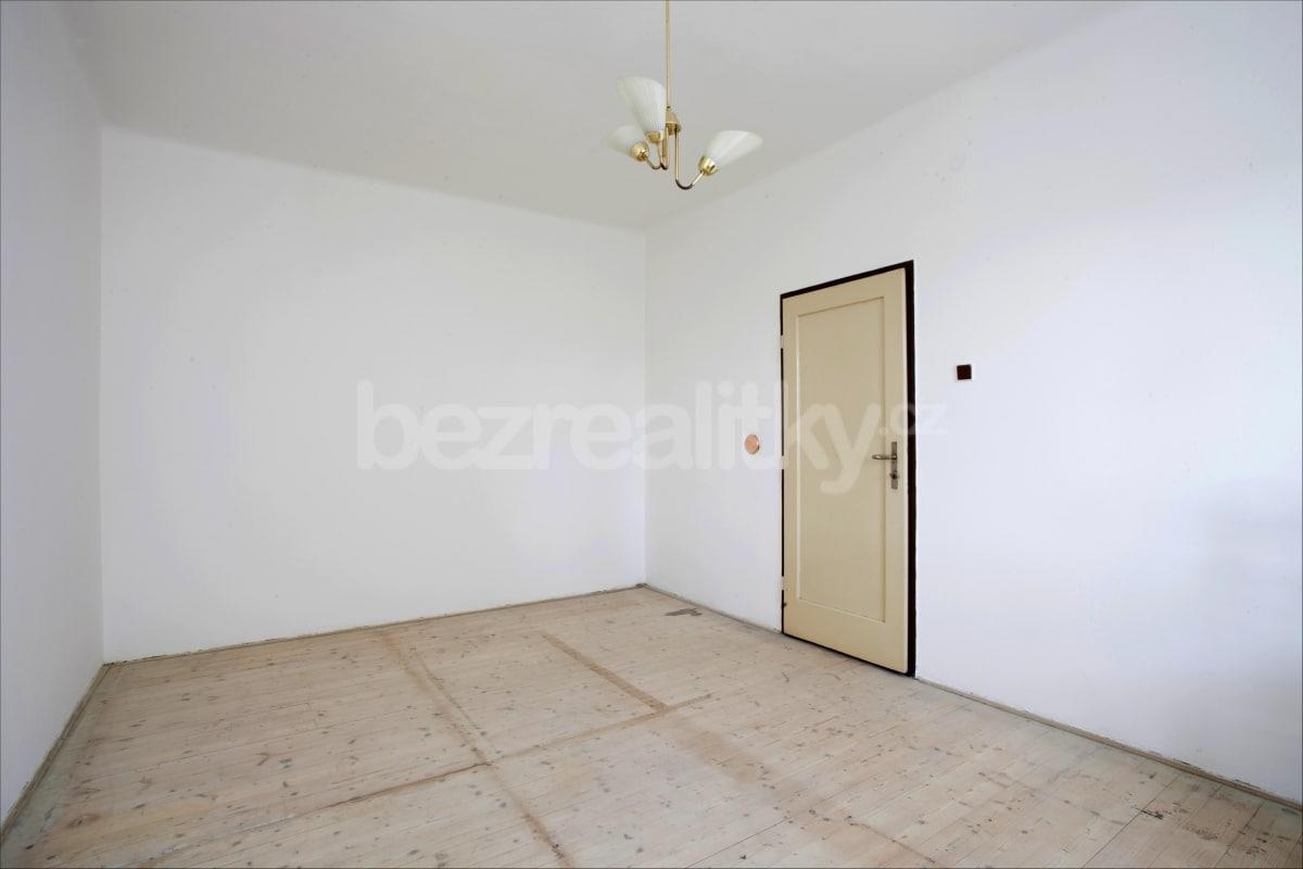 למכירה דירת 2 חדרים לפני שיפוץ בפראג 6 היוקרתית (17)