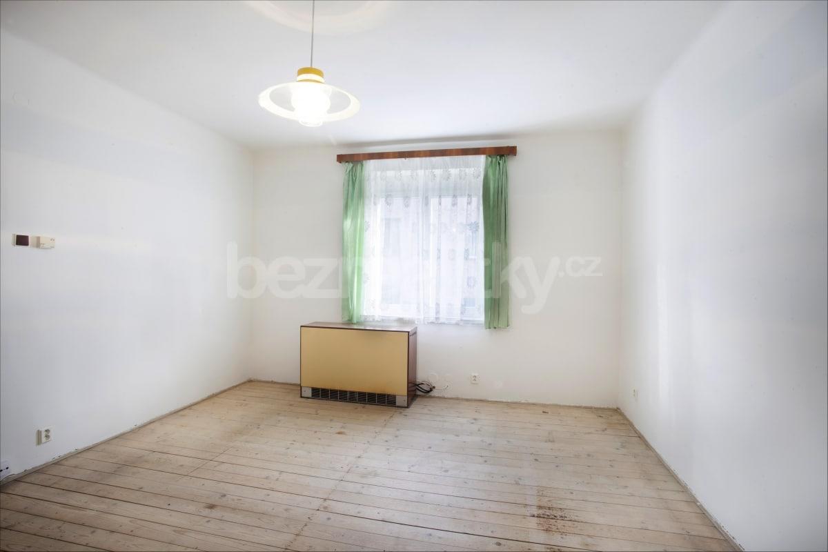 למכירה דירת 2 חדרים לפני שיפוץ בפראג 6 היוקרתית (2)