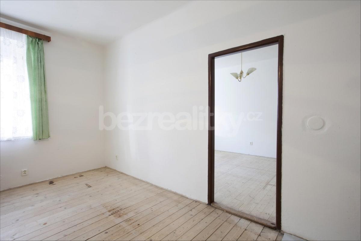 למכירה דירת 2 חדרים לפני שיפוץ בפראג 6 היוקרתית (3)
