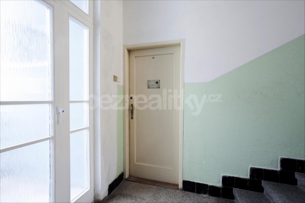למכירה דירת 2 חדרים לפני שיפוץ בפראג 6 היוקרתית (4)
