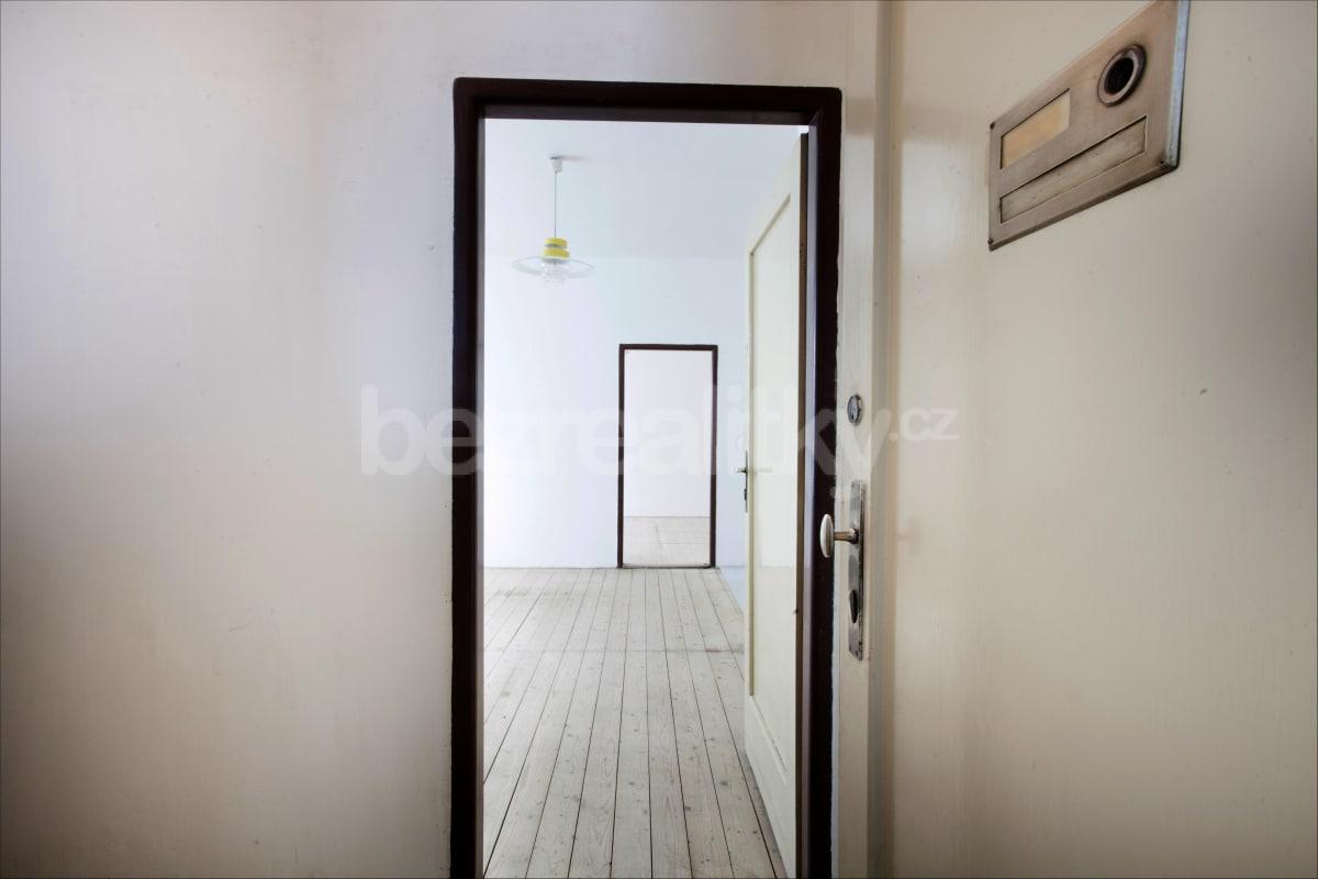 למכירה דירת 2 חדרים לפני שיפוץ בפראג 6 היוקרתית (5)