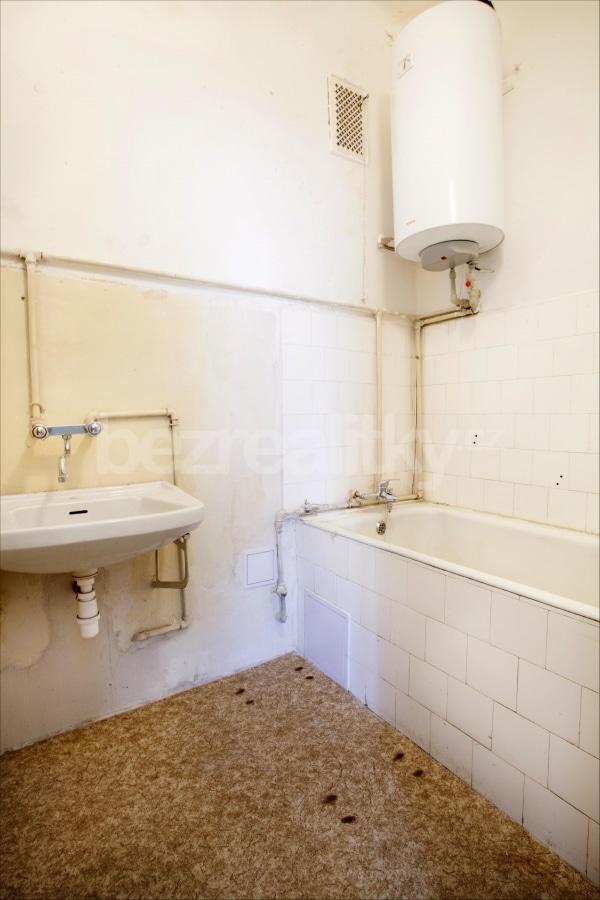 למכירה דירת 2 חדרים לפני שיפוץ בפראג 6 היוקרתית (7)