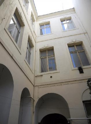 למכירה מתחם מסחרי עם 2 בניינים בפראג 1