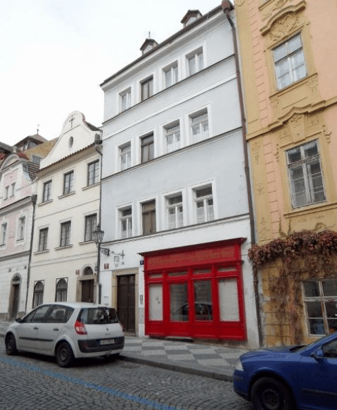 בניין להשקעה במרכז פראג 1 למכירה עם מסעדה פעילה (2)