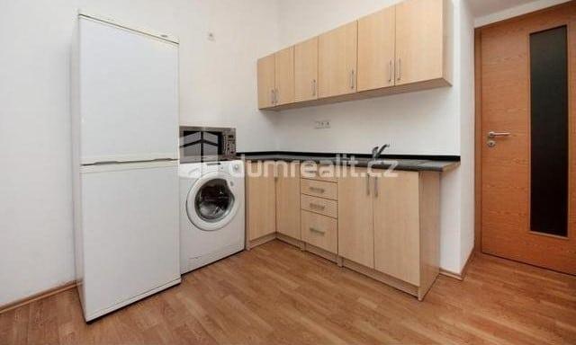 למכירה דירת 2 חדרים להשקעה, 45 מר בפראג 5 שכונת סמיכוב (3)