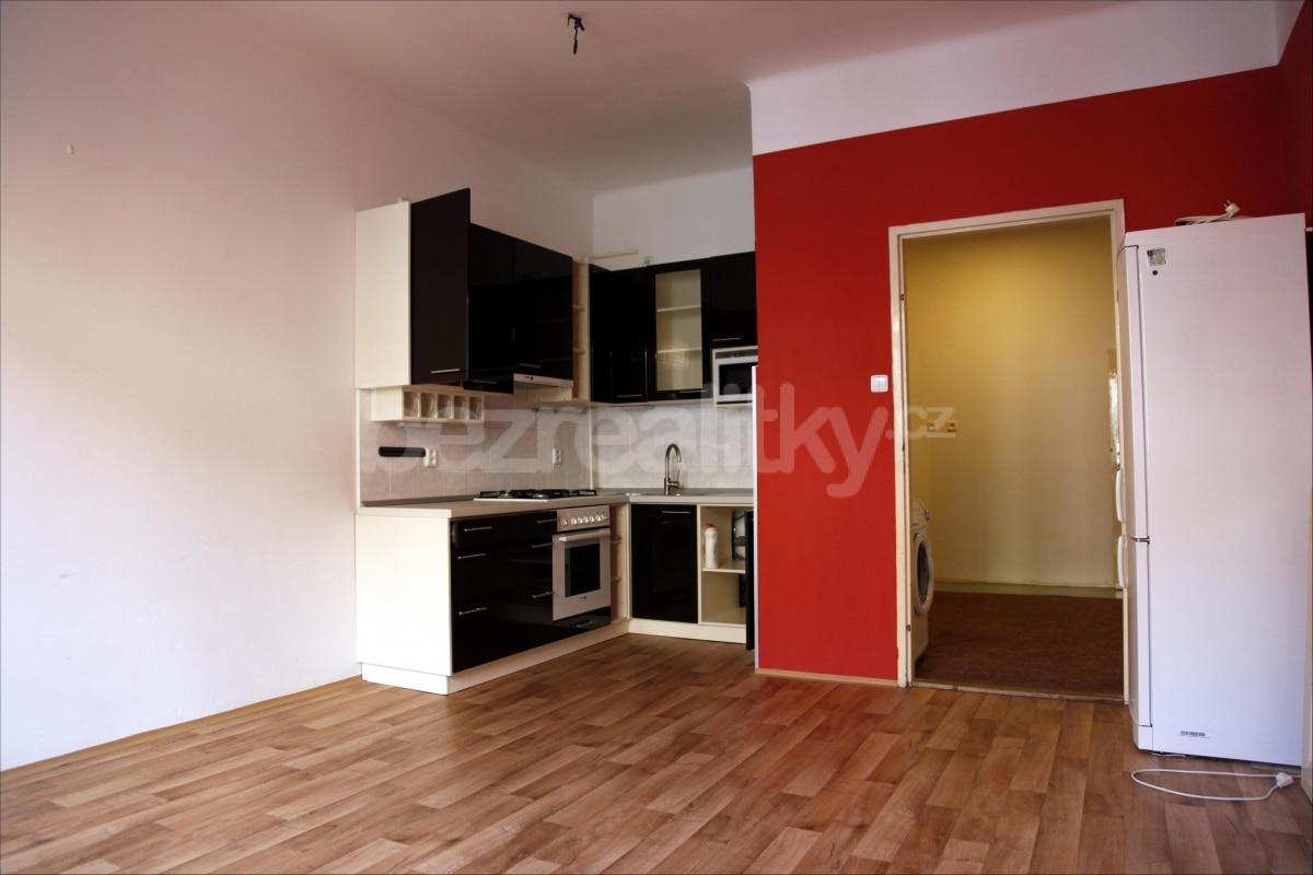 למכירה דירת 2 חדרים מתאימה להשקעה בשכונת זי'זקוב פראג 3 (10)