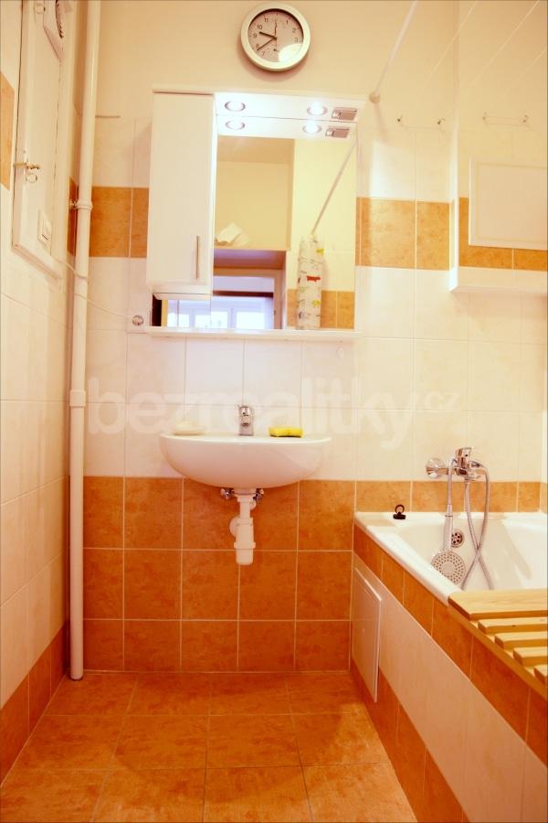 למכירה דירת 2 חדרים מתאימה להשקעה בשכונת זי'זקוב פראג 3 (2)
