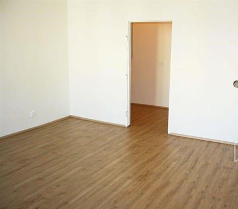דירת חדר להשקעה בשכונת נוסלה בפראג 4, 33 מר (7)
