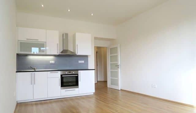 למכירה דירה להשקעה, 2+kk על 55 מר בפראג 4 (1)