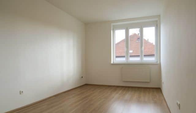 למכירה דירה להשקעה, 2+kk על 55 מר בפראג 4 (2)