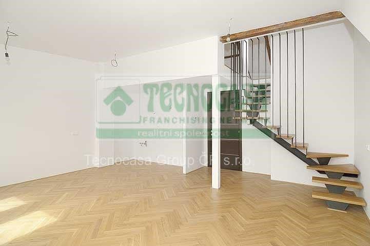 למכירה דירת דופלקס 85 מר בפראג 2-  3ּּּּ חדרים+KKּ (8)