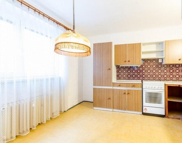 למכירה דירת 2+1 על 67 מר בשכונת ורשוביצה בפראג (7)