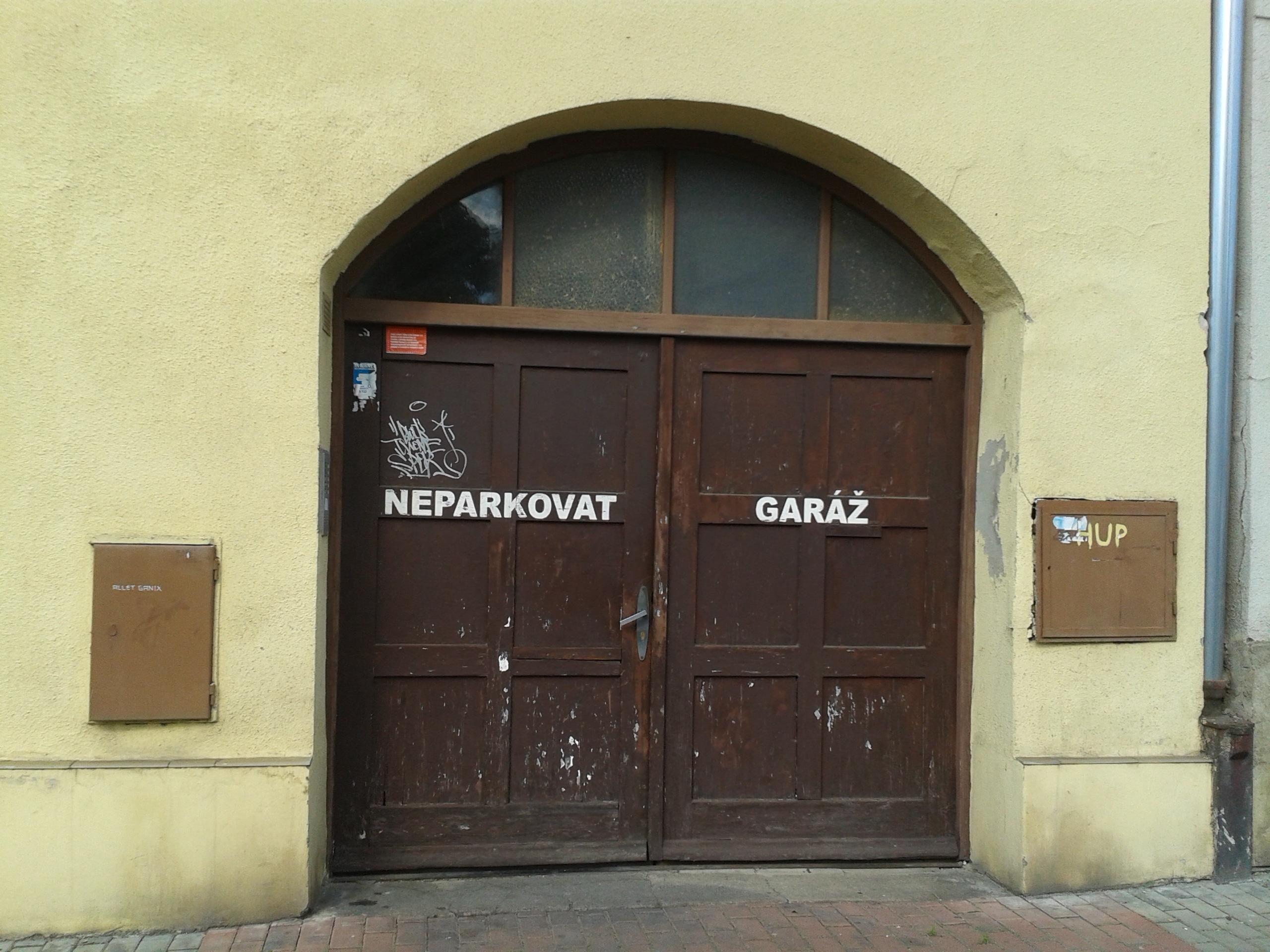 למכירה דירת 3 חדרים מודרנית בפראג (10)