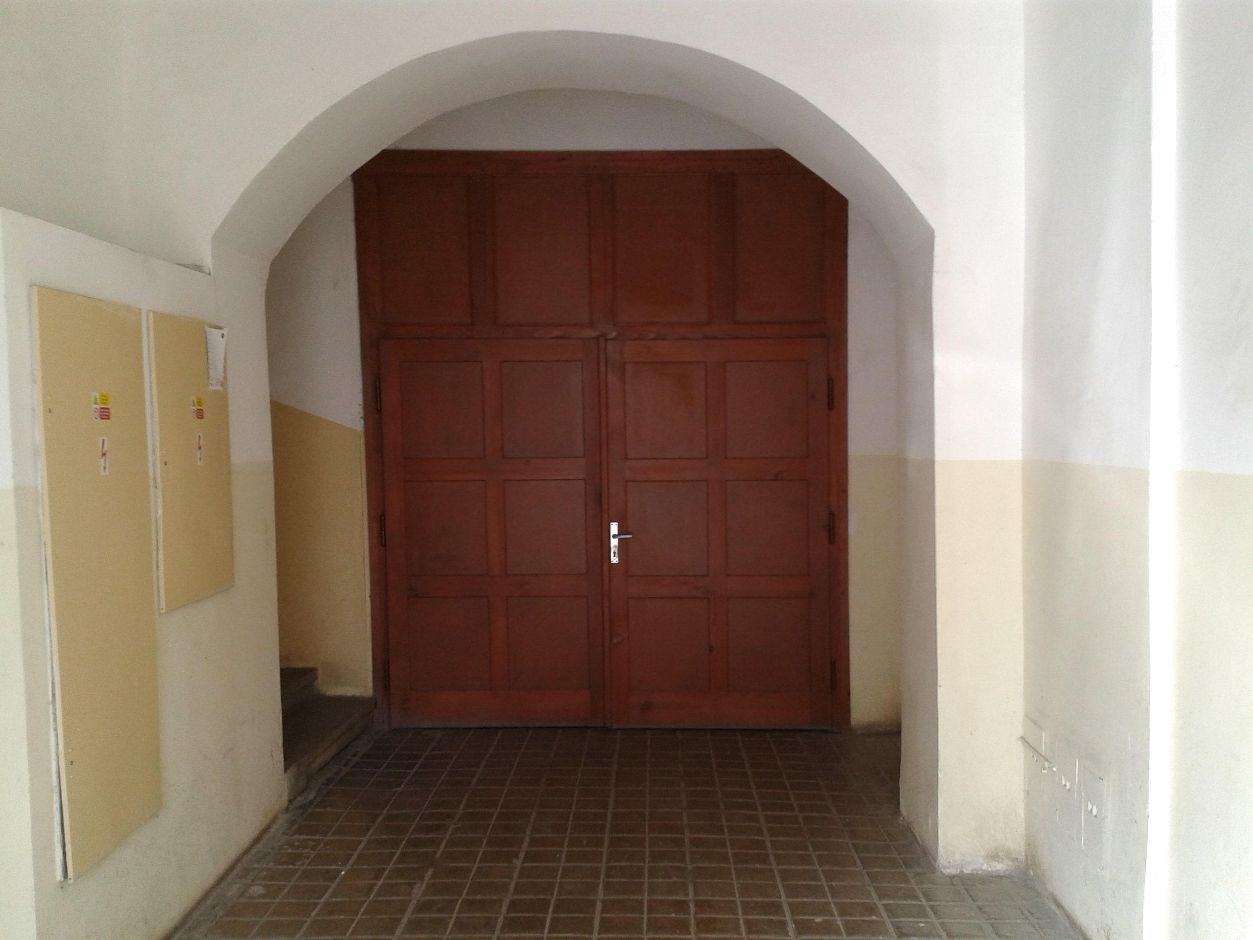 למכירה דירת 3 חדרים מודרנית בפראג (8)