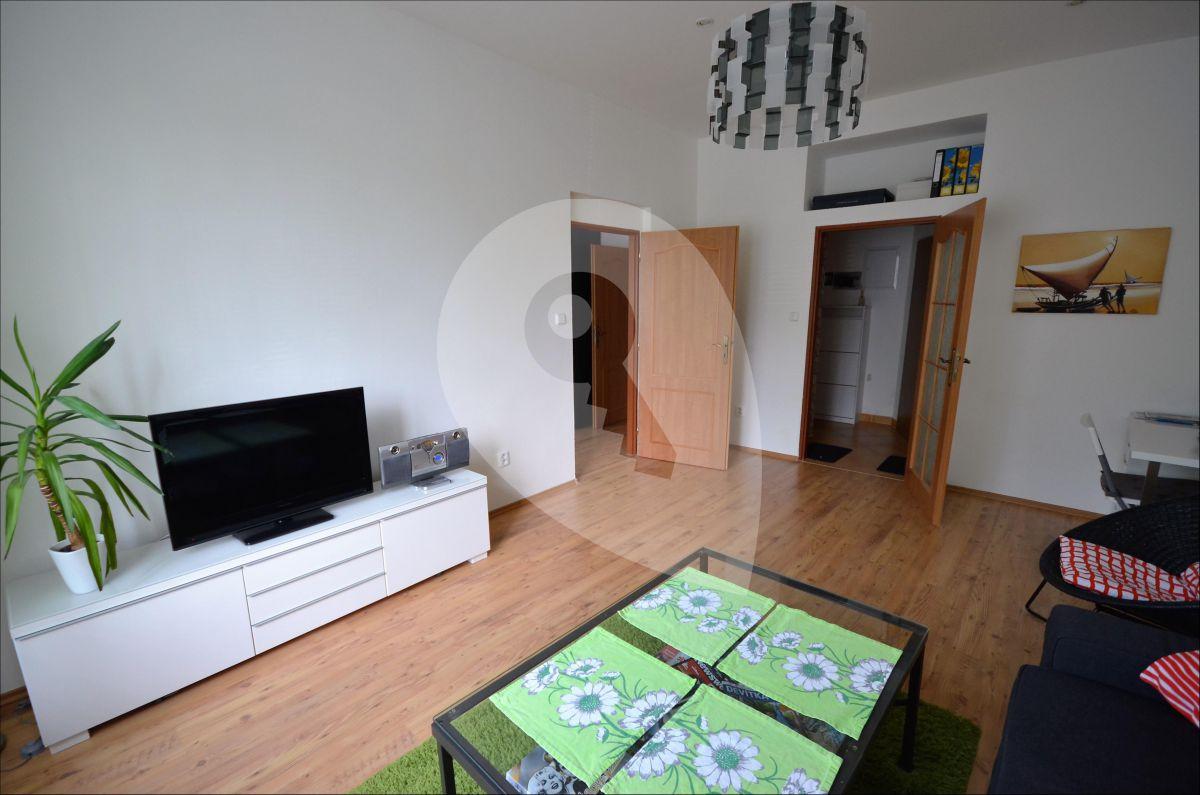 למכירה דירת 3 חדרים מודרנית בפראג 9 (1)