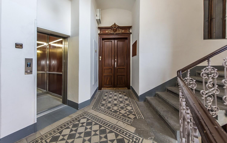 למכירה דירת 3+kk יפהפיה בפראג 1 העיר החדשה (12)