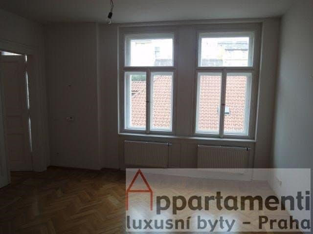 למכירה דירת 45 מר משופצת בפראג 1 2+KK (4)