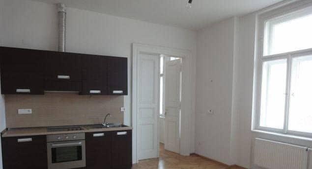 למכירה דירת 45 מר משופצת בפראג 1 2+KK (2)