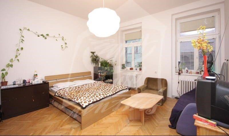 למכירה בפראג 1 דירת 2+1 בגודל 64 מר (2)