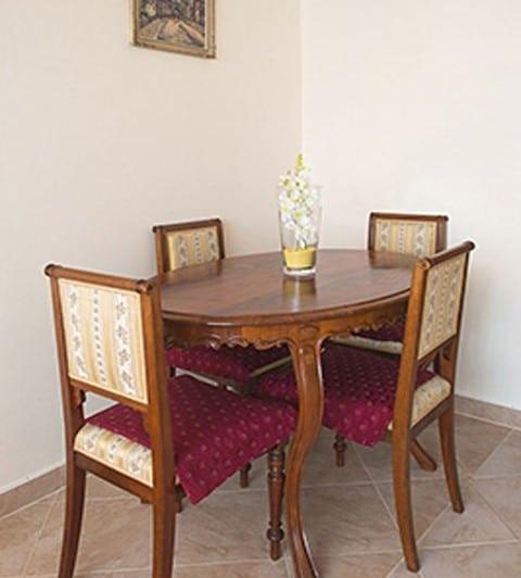למכירה דירת 2 חדרים בגודל 41 מר בשכונת ליבן בפראג (2)