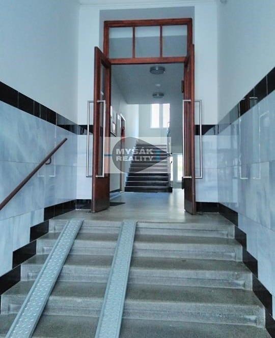 למכירה דירת 2 חדרים בגודל 42 מר בשכונת נוסלה בפראג (7)