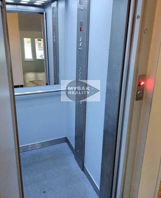 למכירה דירת 2 חדרים בגודל 42 מר בשכונת נוסלה בפראג (9)
