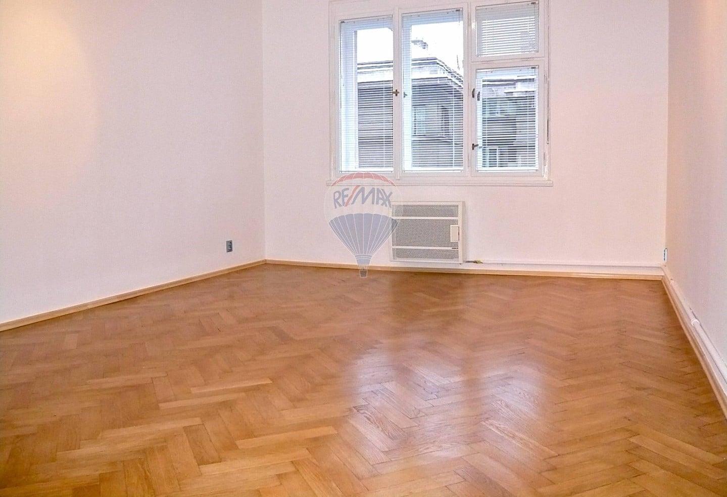 למכירה דירת 2 חדרים בגודל 52 מר בשכונת ז'יז'קוב (4)
