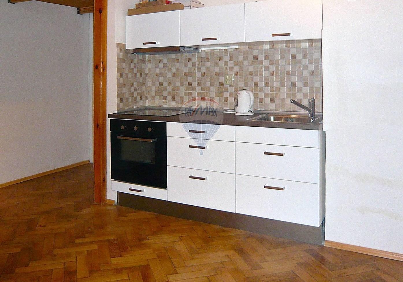 למכירה דירת 2 חדרים בגודל 52 מר בשכונת ז'יז'קוב (5)