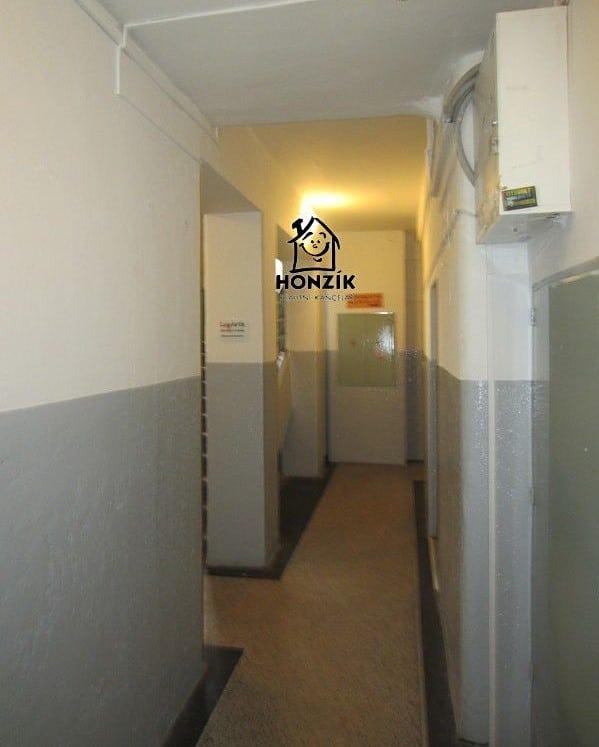 למכירה דירת 2 חדרים יפה ומרווחת בפראג 9 (11)