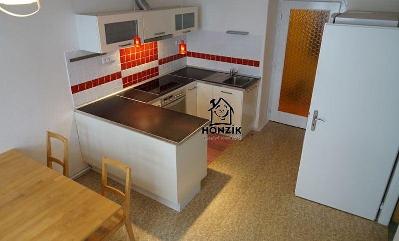 למכירה דירת 2 חדרים יפה ומרווחת בפראג 9 (3)