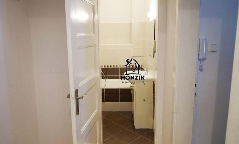 למכירה דירת 2 חדרים יפה ומרווחת בפראג 9 (4)