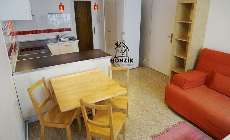 למכירה דירת 2 חדרים יפה ומרווחת בפראג 9 (9)