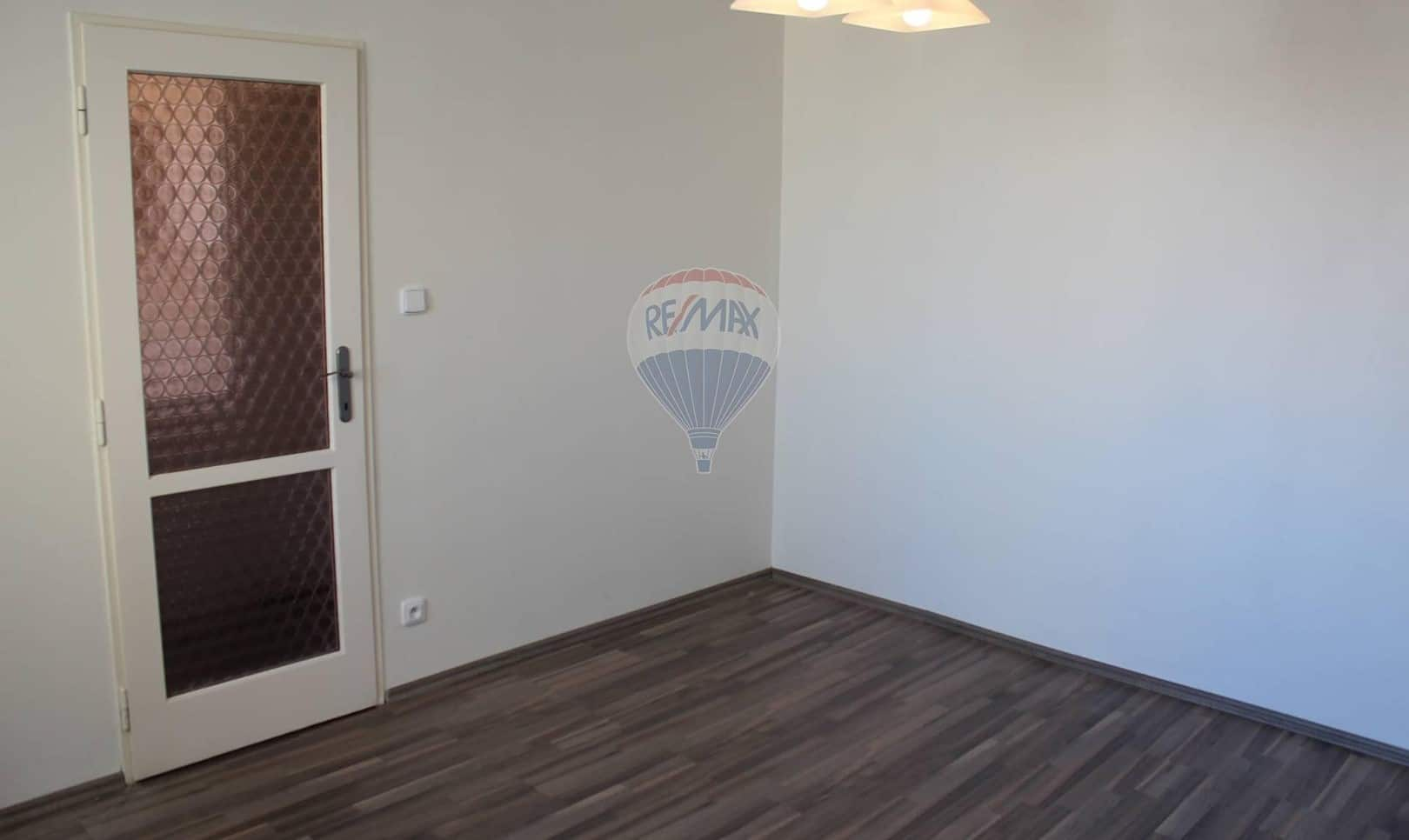 למכירה דירת 2+1 בשטח של 52 מר בפראג 9 (11)