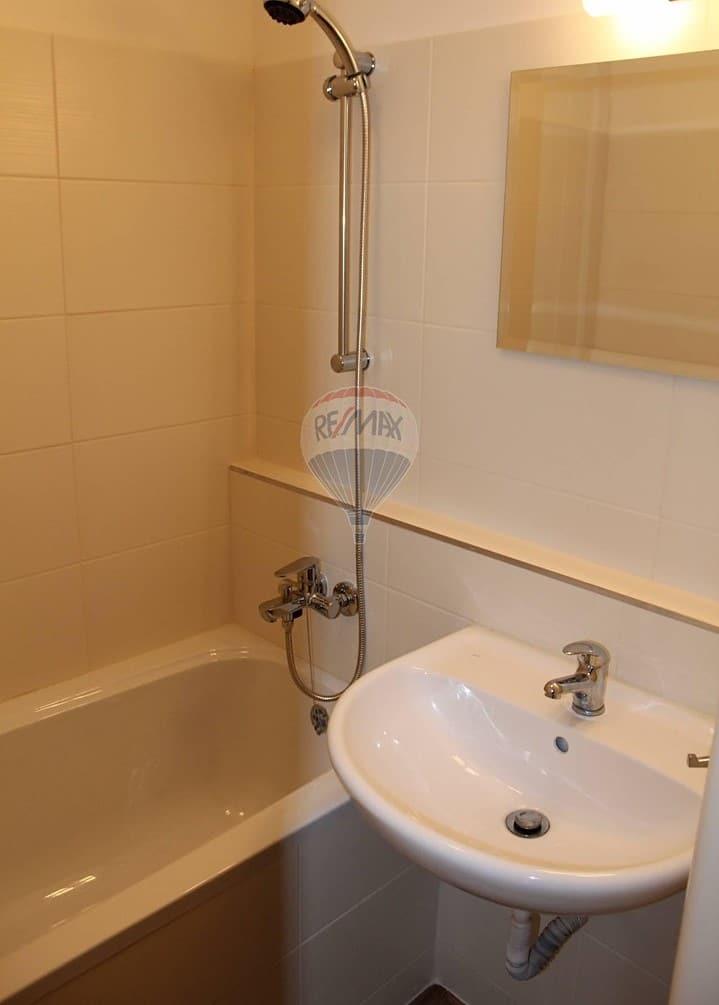 למכירה דירת 2+1 בשטח של 52 מר בפראג 9 (12)