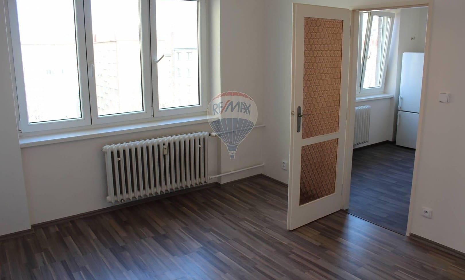 למכירה דירת 2+1 בשטח של 52 מר בפראג 9 (3)