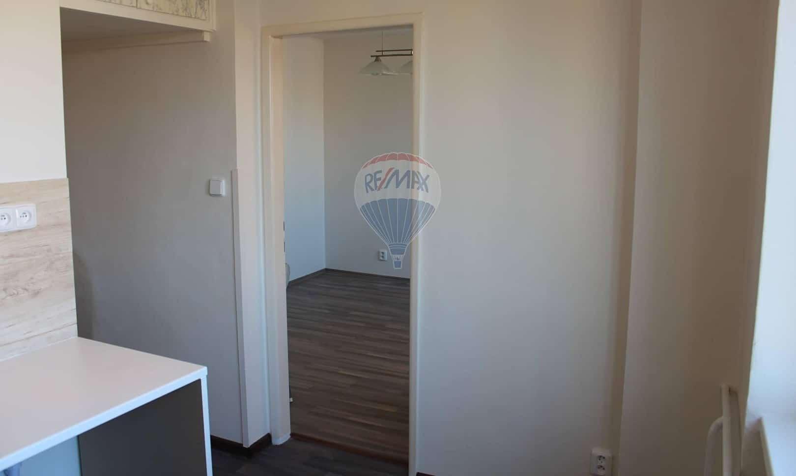 למכירה דירת 2+1 בשטח של 52 מר בפראג 9 (7)