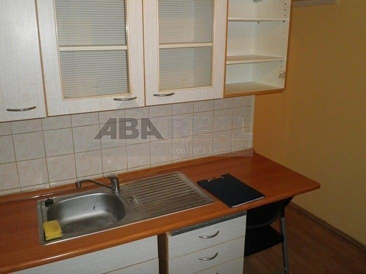 למכירה דירת 1+1 בגודל 35 מר בשכונת ליבן בפראג 9 (3)