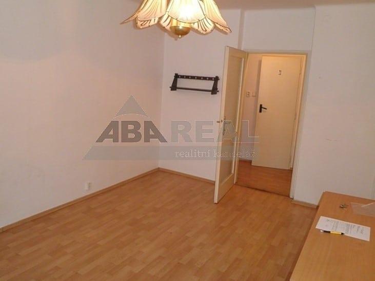 למכירה דירת 1+1 בגודל 35 מר בשכונת ליבן בפראג 9 (5)