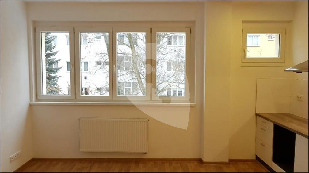 למכירה דירת 1+1 בגודל 41 מר בפראג 6 (2)