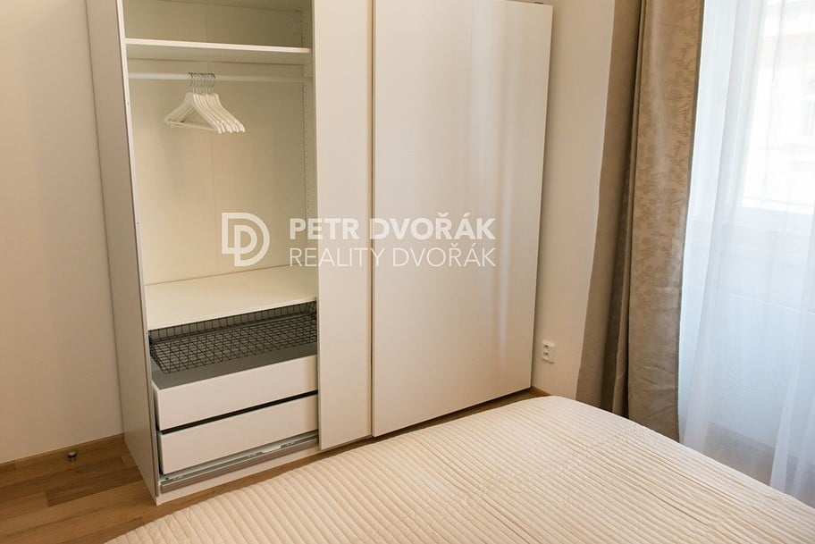 למכירה דירת 2+kk בפראג 2 בגודל 44 מר (10)