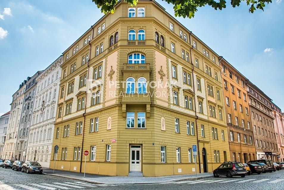 למכירה דירת 2+kk בפראג 2 בגודל 44 מר (2)