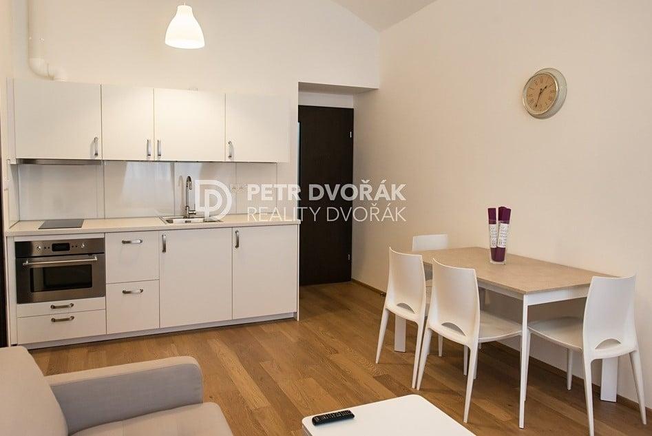 למכירה דירת 2+kk בפראג 2 בגודל 44 מר (3)