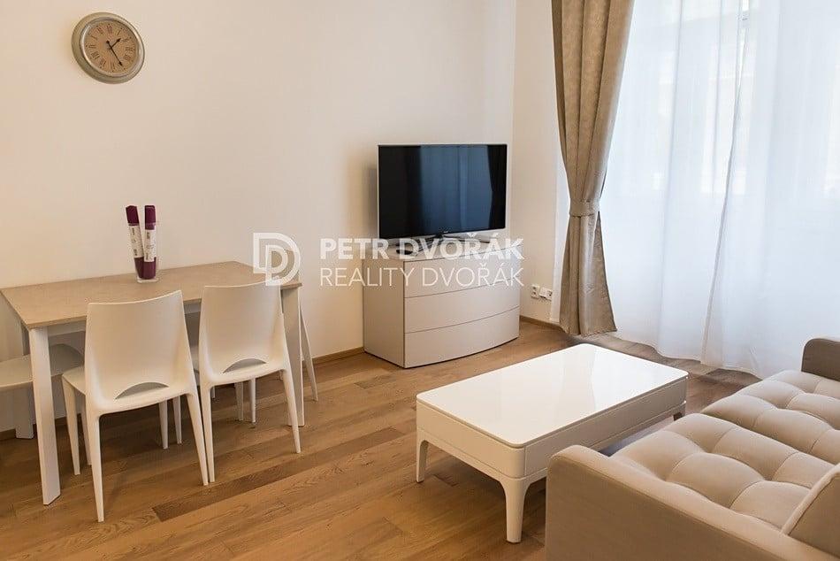 למכירה דירת 2+kk בפראג 2 בגודל 44 מר (6)