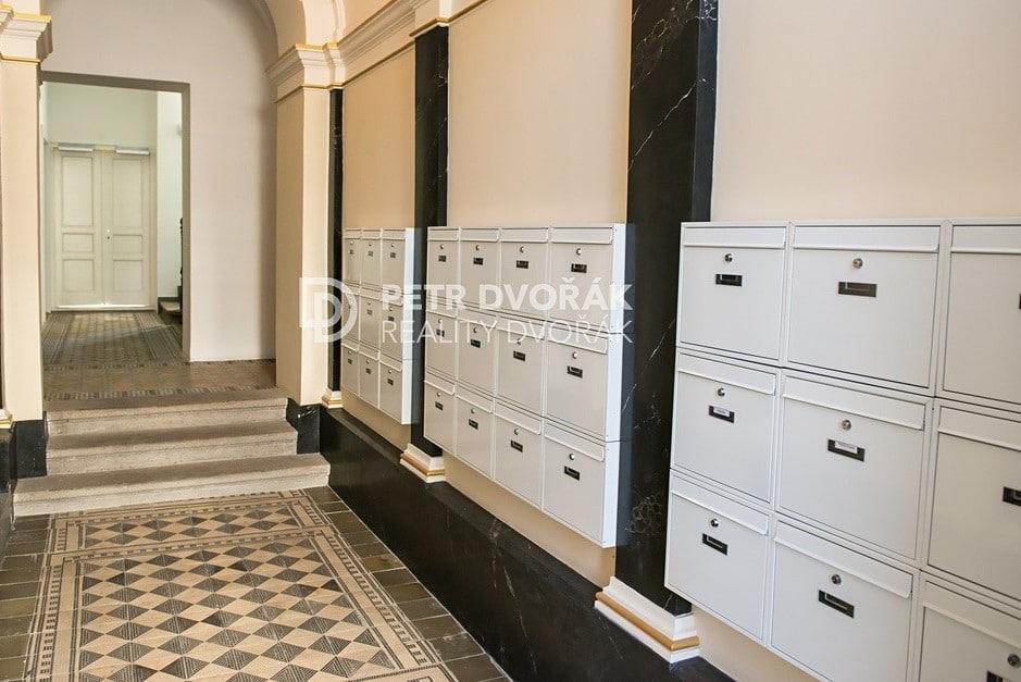 למכירה דירת 2+kk בפראג 2 בגודל 44 מר (9)